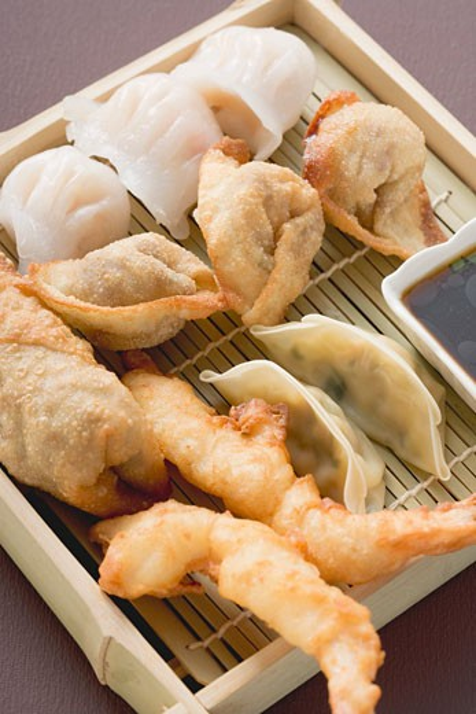 Stock Photo: 1532R-41525 Asian appetiser platter
