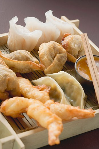 Stock Photo: 1532R-41526 Asian appetiser platter