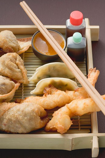 Stock Photo: 1532R-41527 Asian appetiser platter to take away