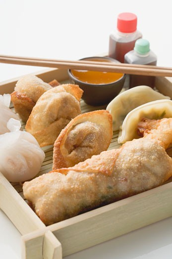 Stock Photo: 1532R-41529 Asian appetiser platter to take away