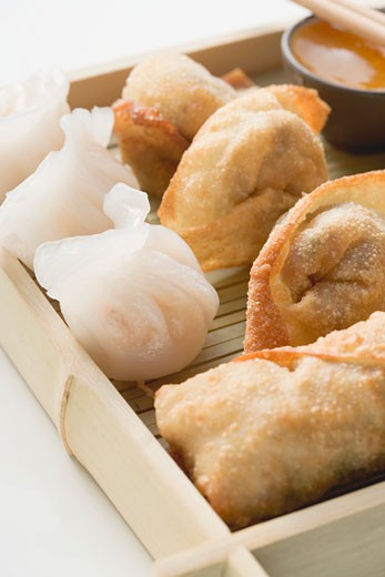 Stock Photo: 1532R-41530 Dim sum and spring rolls (Asia)