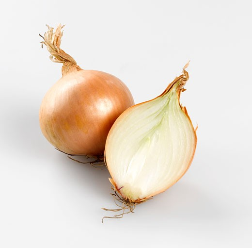 Stock Photo: 1532R-42492 Whole onion and half an onion