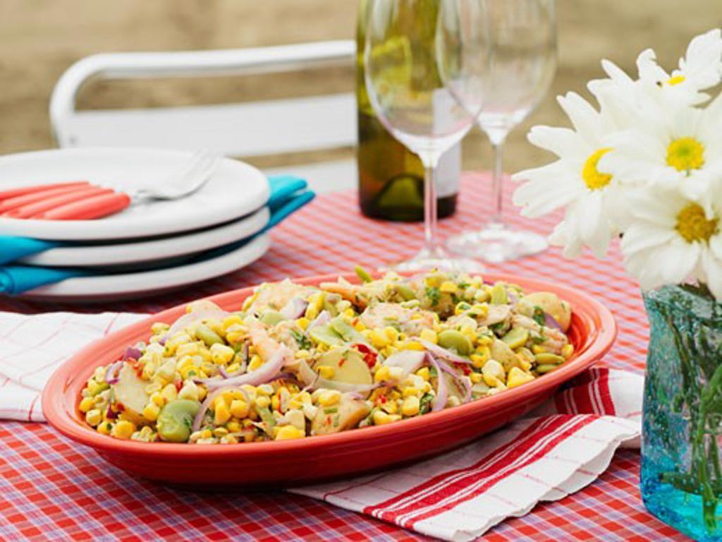 Sweetcorn and prawn salad : Stock Photo