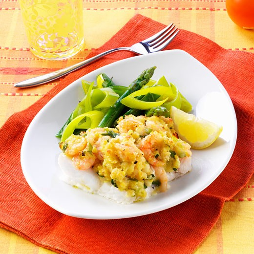 Fish fillet with shrimp and vegetable crust : Stock Photo