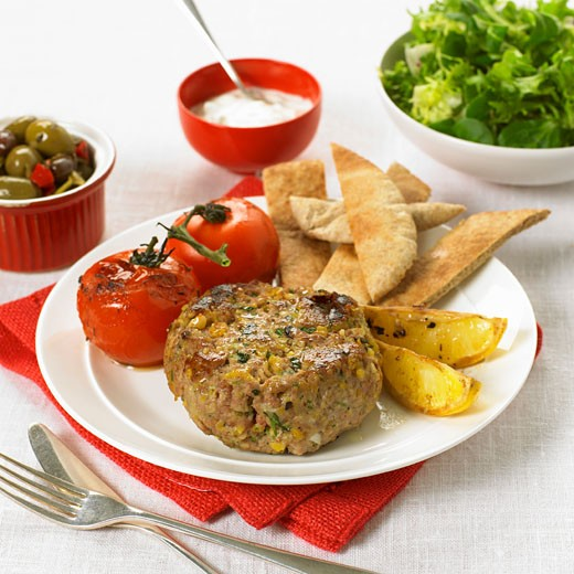 Stock Photo: 1532R-44342 Corn burger with baked tomatoes