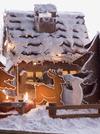 Gingerbread house with gingerbread reindeer : Stock Photo