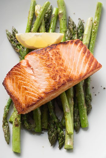 Stock Photo: 1532R-45504 Fried salmon fillet on green asparagus