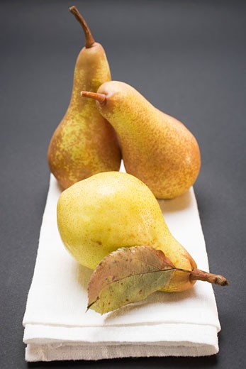 Stock Photo: 1532R-45679 Three pears on cloth
