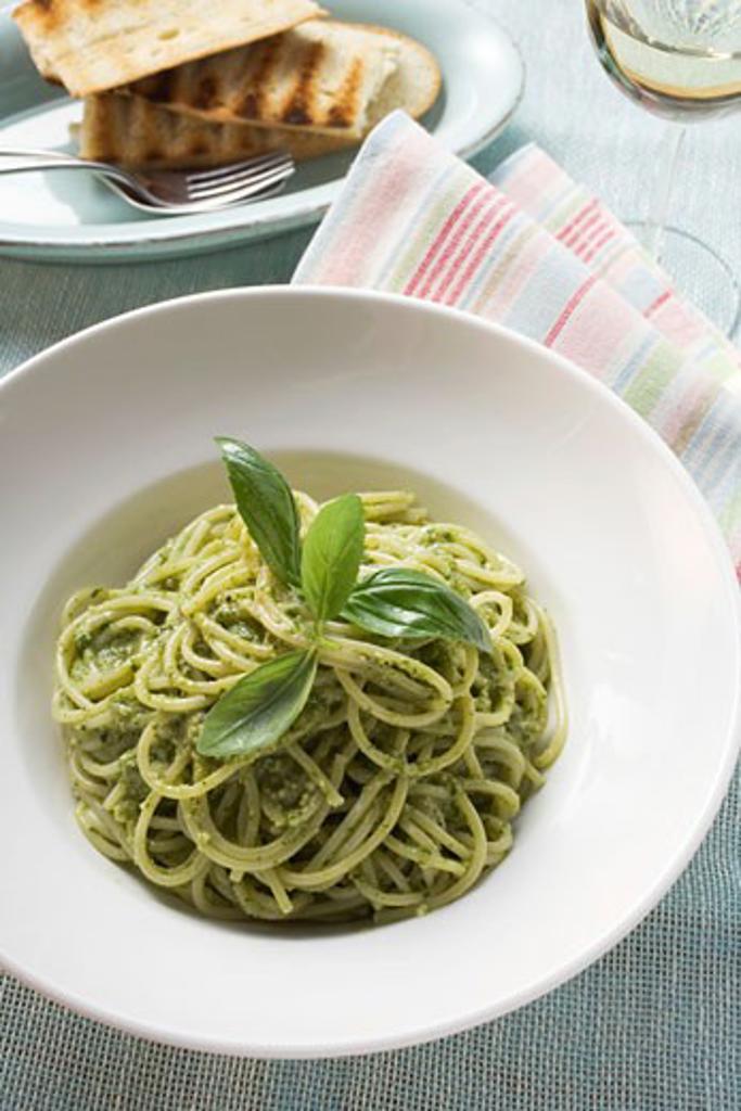 Stock Photo: 1532R-46193 Spaghetti with pesto