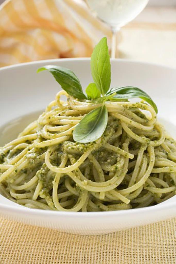 Stock Photo: 1532R-46195 Spaghetti with pesto