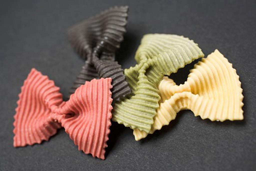 Stock Photo: 1532R-46805 Coloured farfalle