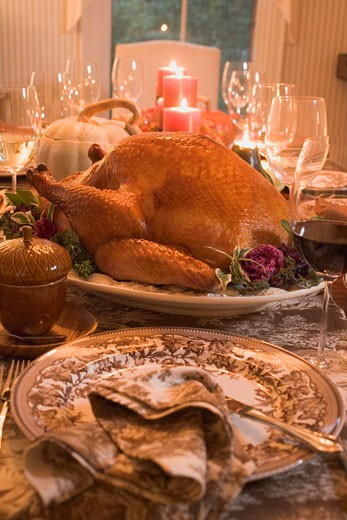 Stuffed turkey on table laid for Thanksgiving (USA) : Stock Photo