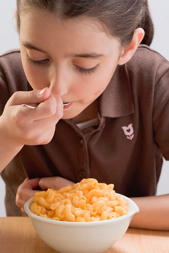 Stock Photo: 1532R-48430 Little girl eating macaroni cheese