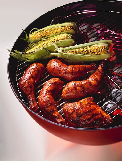 Stock Photo: 1532R-49224 Barbecue Chicken and Corn on the Cob on the Grill