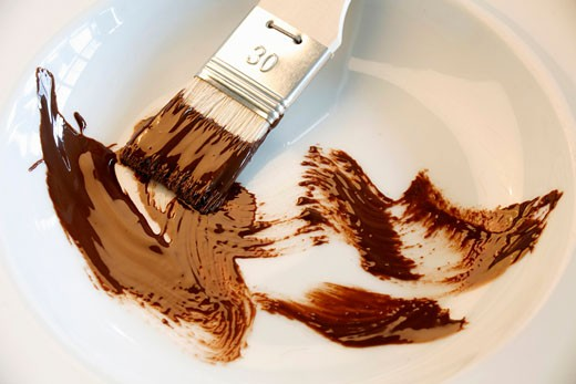 Stock Photo: 1532R-52185 Brush with chocolate in a dish
