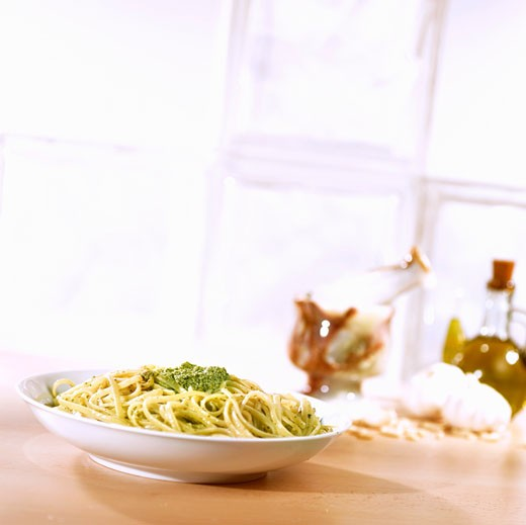 Stock Photo: 1532R-52991 Trenette with pesto