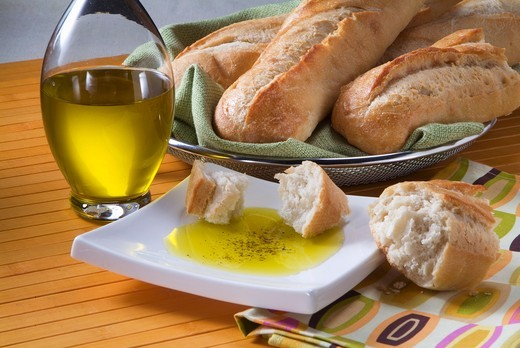 Stock Photo: 1532R-55594 Italian Herb Dipping Oil with Crusty Bread