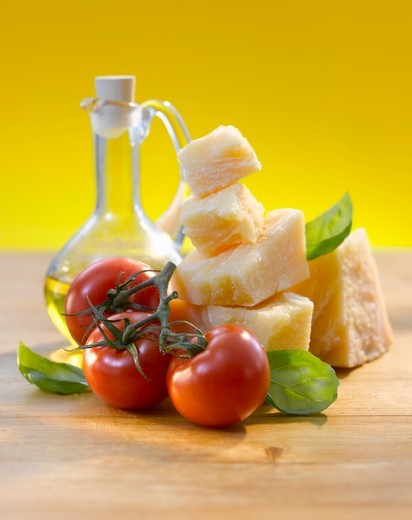 Stock Photo: 1532R-57417 Tomatoes, basil, Parmesan and olive oil
