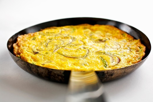 Stock Photo: 1532R-57912 Frittata with onions and asparagus