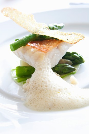 Stock Photo: 1532R-58862 Sea bass with asparagus and crab foam