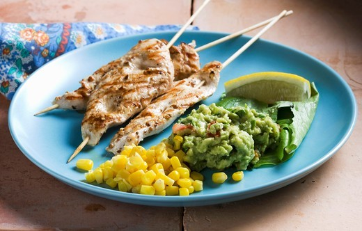 Chicken kebabs with sweetcorn and guacamole : Stock Photo