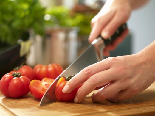 Stock Photo: 1532R-59441 Tomatoes being halved