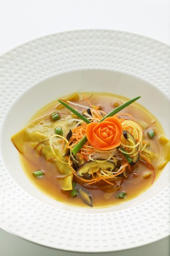 Wonton soup with vegetables and mushrooms (Asia) : Stock Photo
