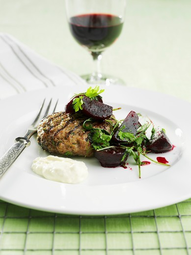 Stock Photo: 1532R-59686 Burgers with beetroot