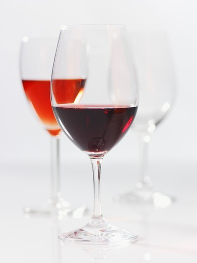 Stock Photo: 1532R-60108 Various wine glasses (red wine and rose wine)