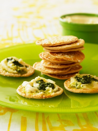 Sesame crackers with spread with soft cheese and pesto : Stock Photo