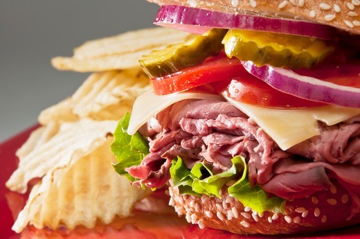 Stock Photo: 1532R-61204 Roast Beef Sandwich with American Cheese on Sesame Seed Bun; Potato Chips