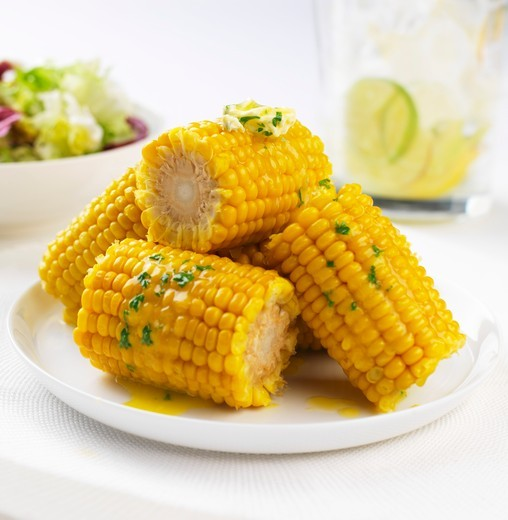 Stock Photo: 1532R-61921 Corn on the cob with herb butter