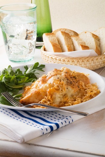 Stock Photo: 1532R-63373 Ruben Style Baked Chicken with Arugula; Basket of Bread