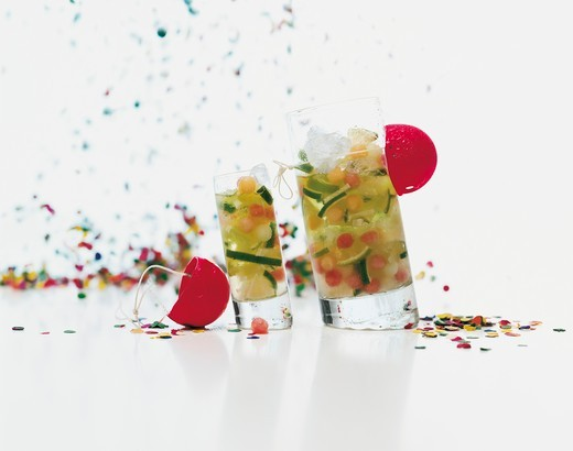 Stock Photo: 1532R-63618 Lime cocktails for a party