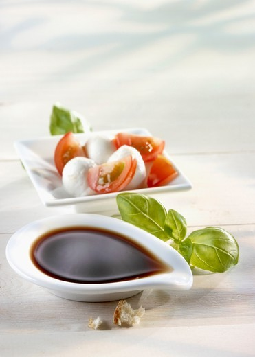 Stock Photo: 1532R-64224 Balsamic vinegar and Caprese salad