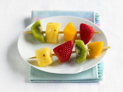 Stock Photo: 1532R-64856 Two Fruit Kabobs on a White Plate