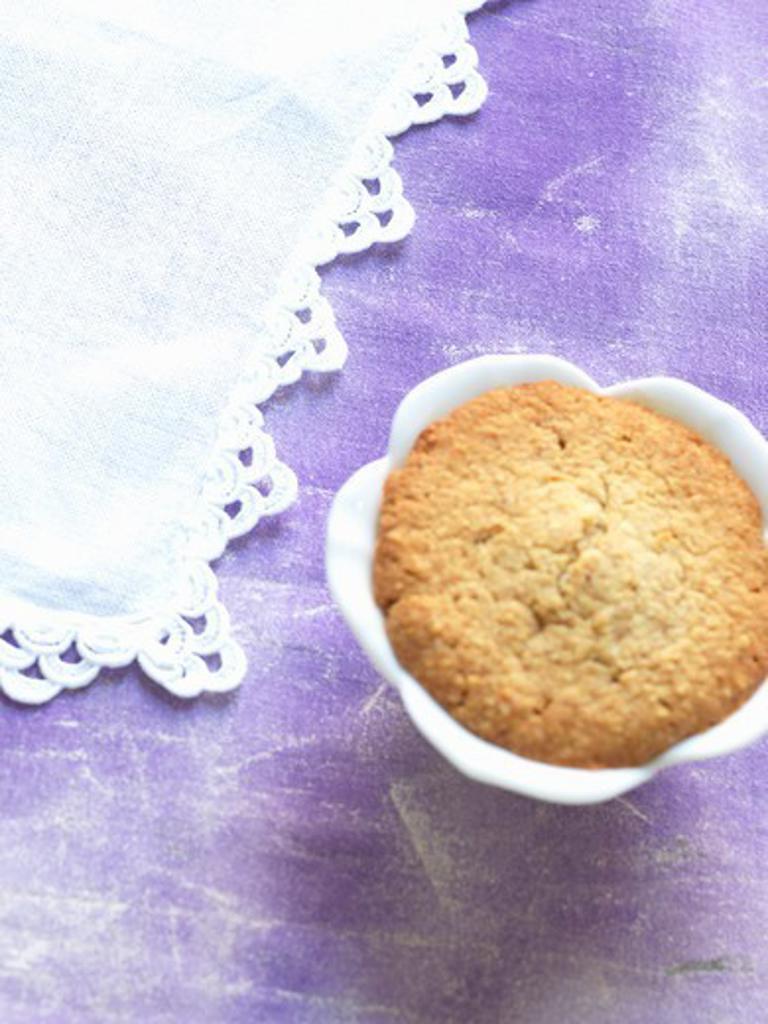 A mini lilac cake : Stock Photo