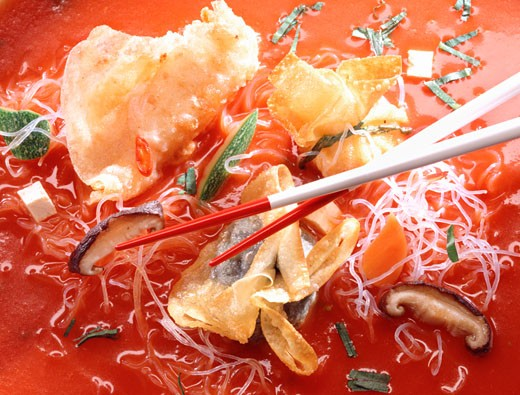 Stock Photo: 1532R-8395 Glass noodle soup with wontons