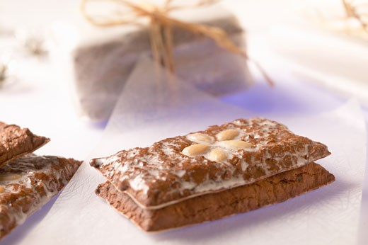 Stock Photo: 1532R-8438 Gingerbread with almonds to give as a gift