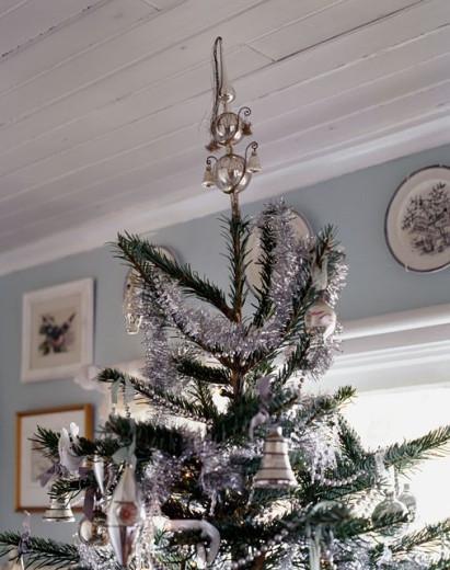Close-up of a decorated Christmas tree hanging from a ceiling : Stock Photo