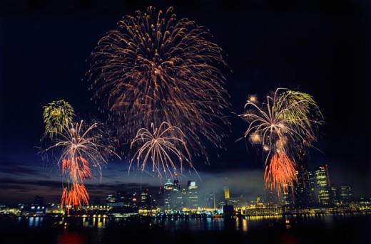 Stock Photo: 155-441 Fireworks display at night on independence day, Detroit, Michigan, USA
