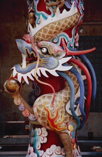 Stock Photo: 1555R-163035 Dragon column