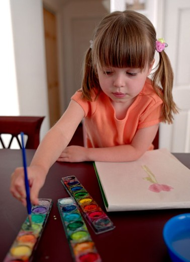 Stock Photo: 1555R-187038 Girl painting
