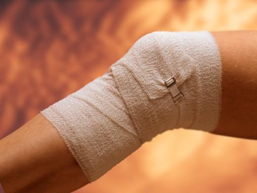 Stock Photo: 1555R-19054 Bandaged knee injury