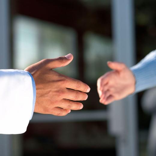 Stock Photo: 1555R-245030 Handshake