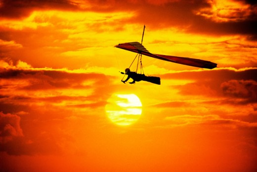 Stock Photo: 1555R-266043 Hang gliding at dusk