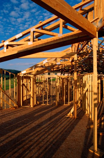 Stock Photo: 1555R-274035 Country home under construction