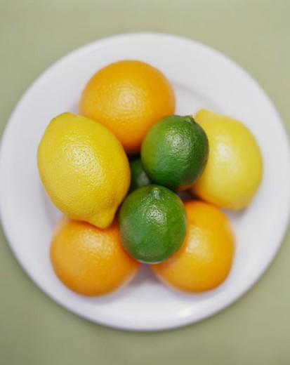 Stock Photo: 1555R-304439 Citrus Assortment