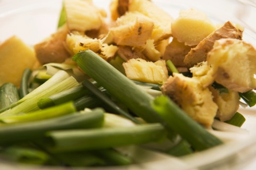 Stock Photo: 1555R-305891 Green onions and croutons