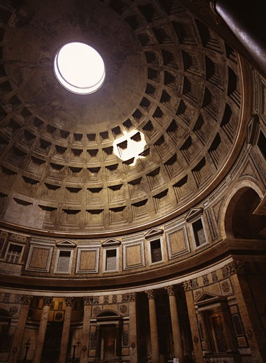Stock Photo: 1555R-307785 Light shining through oculus in The Pantheon in Rome, Italy